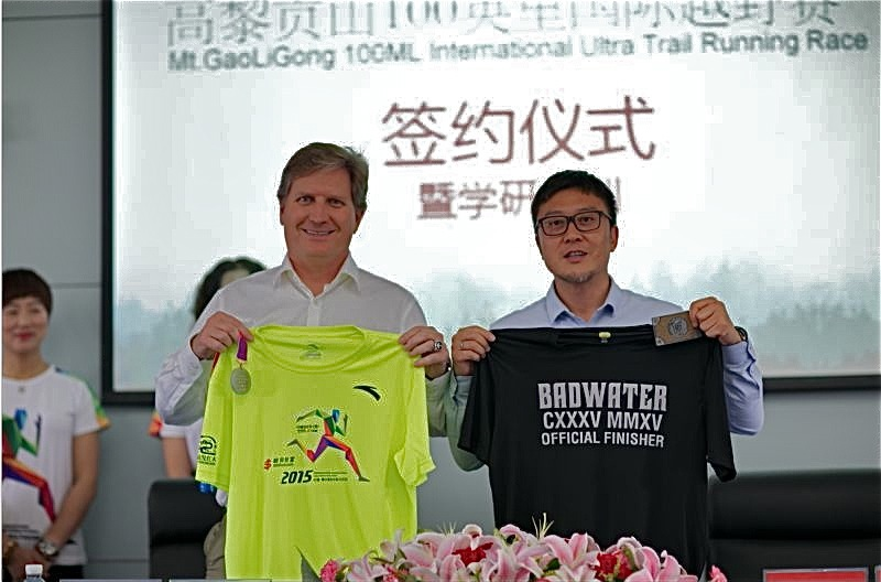 Co-Race Directos Chris Kostman and Lin Ma exchange gifts during the Contract Signing Ceremony at Tengchong City Hall on June 13, 2016.